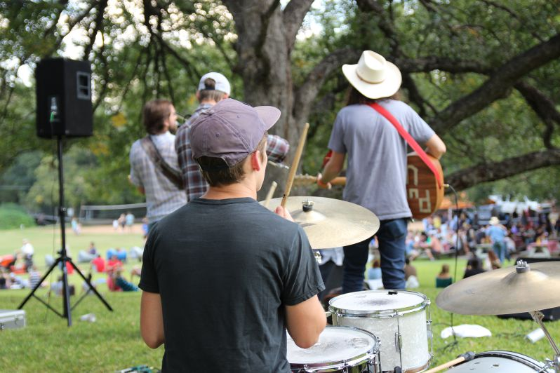 Mayeux and Broussard played to the crowd