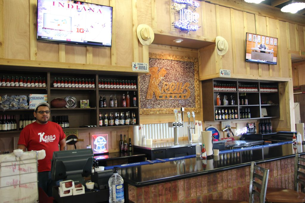 Kreuz Market in Bryan features a full bar