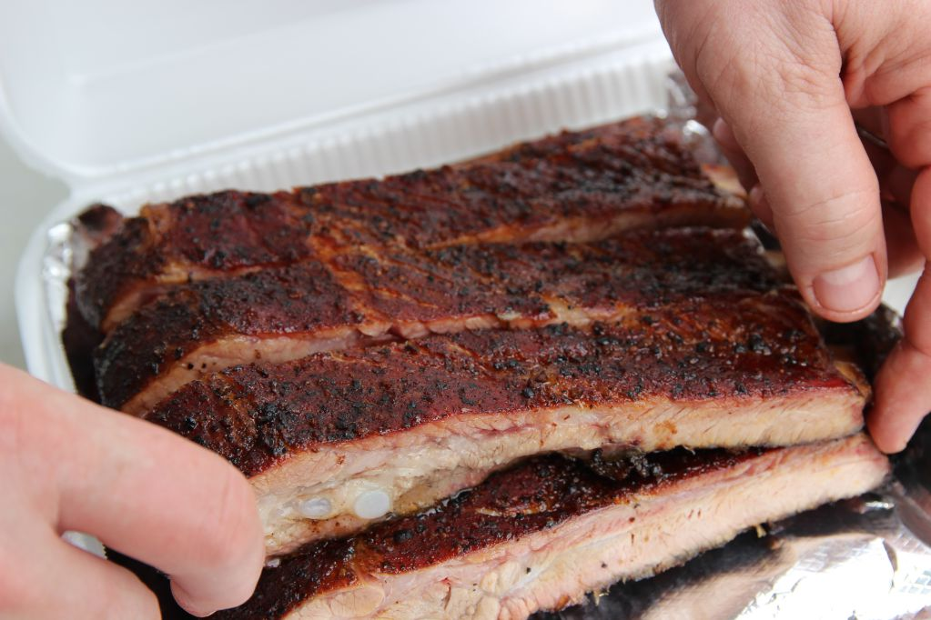 Setting ribs into the box