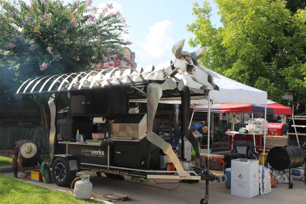 Toro Loco cookers have a pretty amazing pitmaker rig